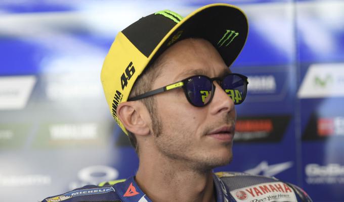 Valentino Rossi suffers broken leg